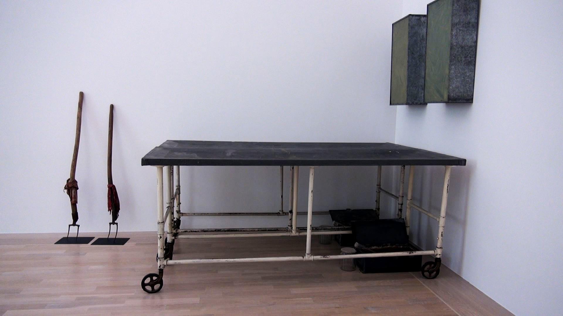 absolut medien bilddatenbank zeige deine wunde kunst und spiritualit t bei joseph beuys. Black Bedroom Furniture Sets. Home Design Ideas